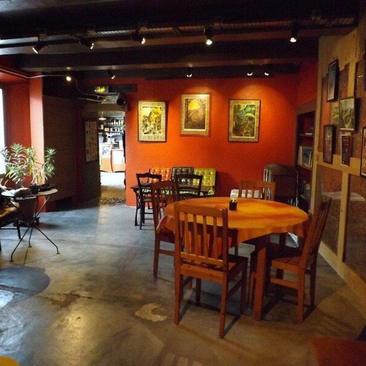 Le café associatif du Hang'Art (Copyright : Le Hang'art de Serres)